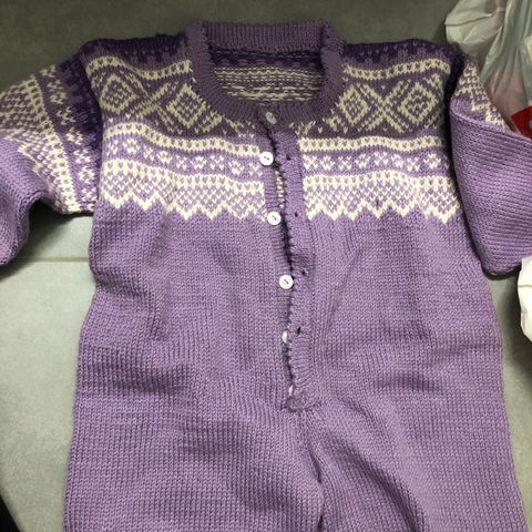 Marius genser, bukse og lue Str. 1 2 år nystrikket