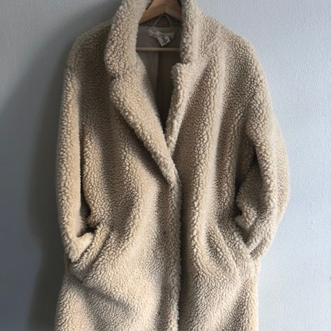 Teddy jakke fra Gina Tricot | FINN.no