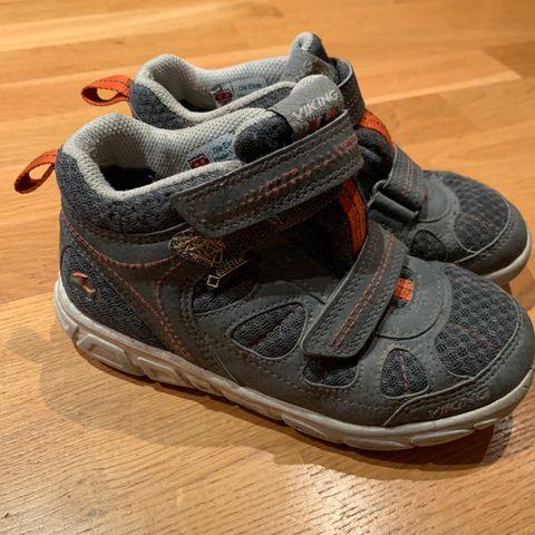 Lite brukte sko Adidas, Converse, Toms, Pull&Bear | FINN.no