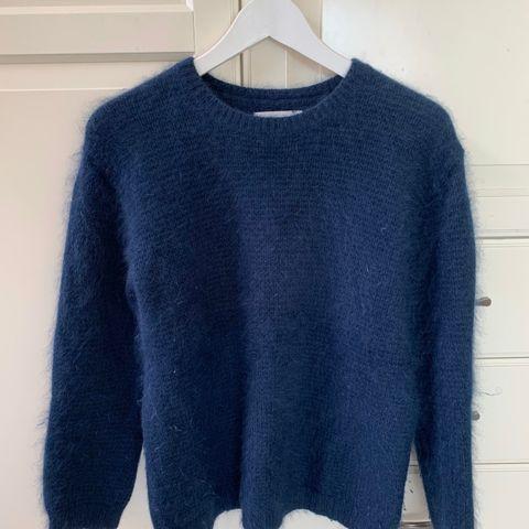 100% ULL genser. Mørk camel senneps farge. DAYS LIKE THIS