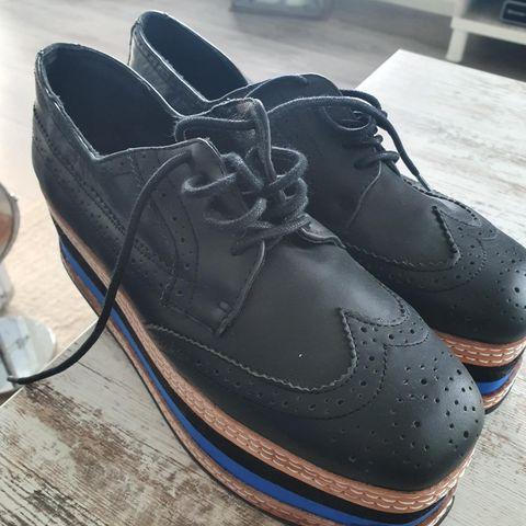 Acne Tinne sko str 37 (passer str 38) | FINN.no