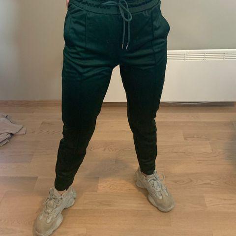 Bukse militær grønn   FINN.no