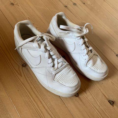 Fine Adidas sko ikke brukt på 3 år må vaskes   FINN.no