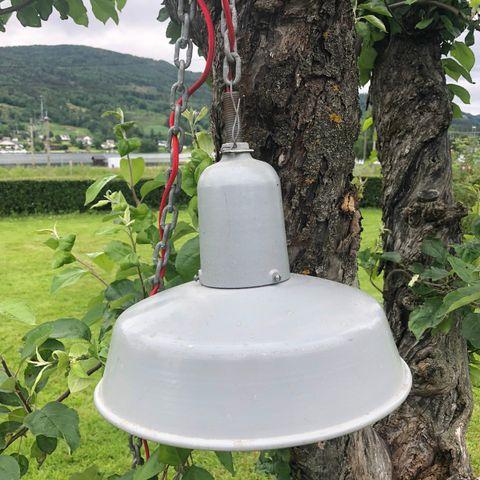 2 stk taklamper, store hvite fra Åhlens | FINN.no