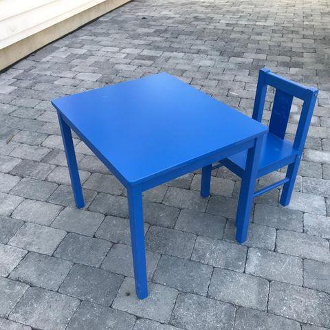 Barnebord med stol | FINN.no