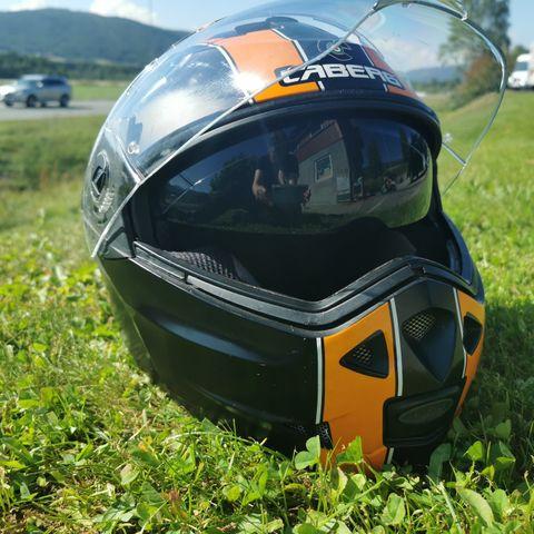 2 stk hjelmer, Halvarssons skinnjakke | FINN.no