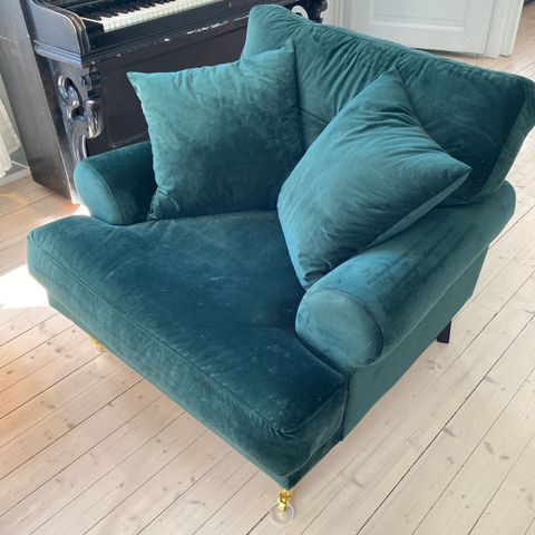 Sofa, stol og 2 puffer fra Six Bond Street | FINN.no