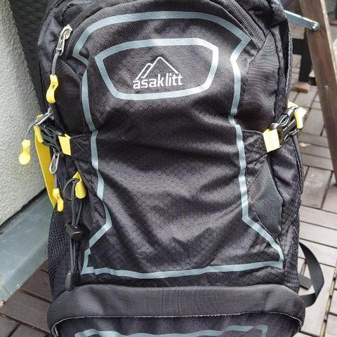 Asaklitt ryggsekk 25 liter | FINN.no