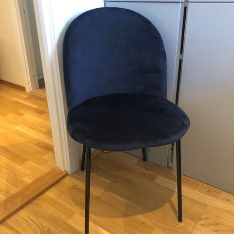 Konrad loungestol mørk blå velur | FINN.no