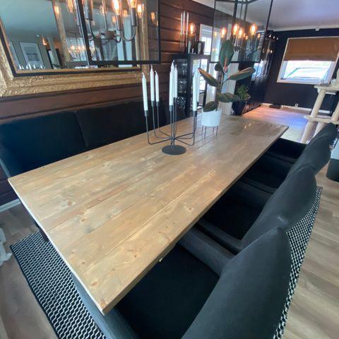 2,5m langt spisebord av forkullet villmarkspanel, helt nytt