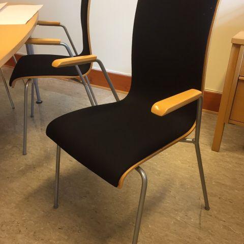 Spisebord stoler i svart skinn selges!   FINN.no
