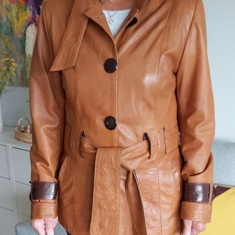 Rustbrun kåpe | FINN.no