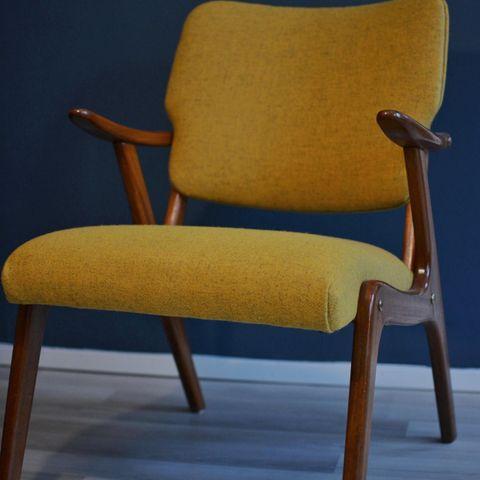 2 Gule retro stoler i teak og gult stoff   FINN.no