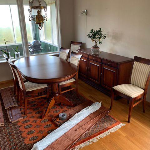 Spisestue fra Italian House med 8 stoler | FINN.no