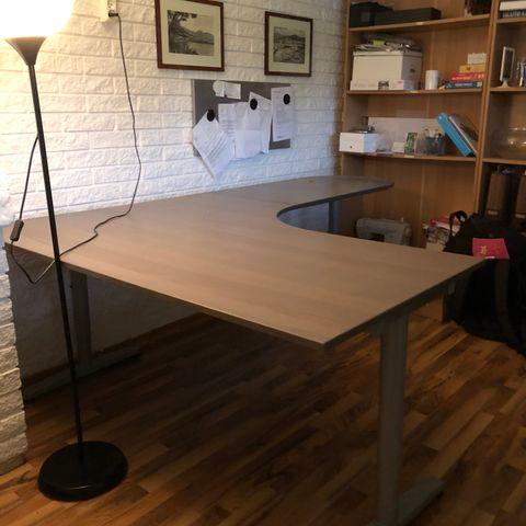 Rått gaming skrivebord med LED lys!! | FINN.no