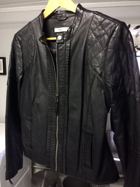 Ny skinnjakke. Very cool leather jacket in an amazing light