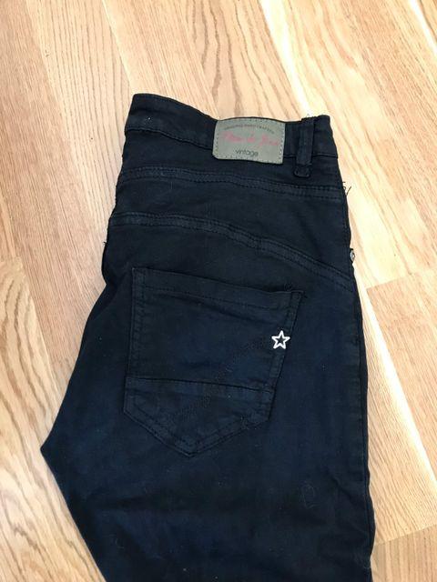 154f814b Sort Place du Jour jeans/bukse str 34 selges