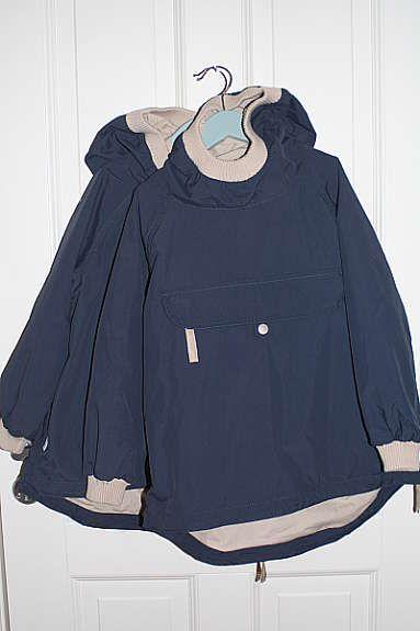 d83641ef Miniature jakker i mørkeblått, str. 6 år . Jakkene er kun brukt et par  ganger og ser derfor helt nye ut. Se ellers bilder under for detaljer.  Nypris kr.