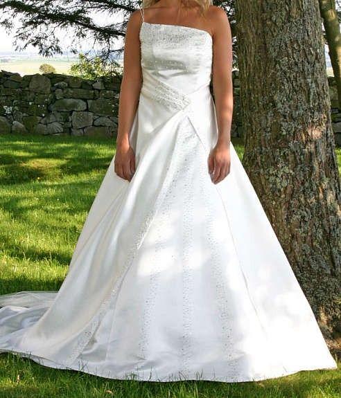 c70c2019 Nydelig brudekjole med mye tilbehør, rimelig | FINN.no