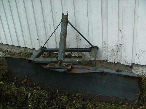3 punkt skjær til traktor - Hagan  - Bak montert brøyte skjær til 3 punkt på traktoren selges. ca 2 meter brett, lite brukt - Hagan
