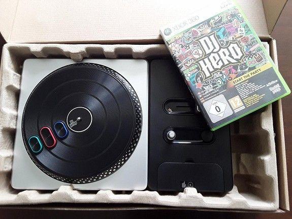 DJ Hero med turntable og spill - Snartemo  - DJ hero selges. Nesten ubrukt.  1 stk trådløs mikrofon følger med, selv om den ikke er på bildet :) - Snartemo
