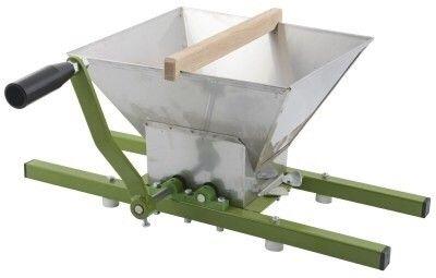 Fruktkvern nesten ikke brukt - Moss  - Kjøpt på Felleskjøpet høsten 2016 for 1700kr. Kverner epler veldig effektivt før de presses i egen saftpresse. Godt rengjort og fin stand. - Moss