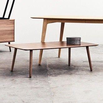 Bolia Wake - Oslo  - WAKE sofabord / stuebord / salongbord fra Bolia i retro stil. Materiale: Finér, mattlakkert valnøtt  Noe bruksmerker, men i god stand. Se bilder. Med et enkelt strøk olje tror jeg det blir nærmest strøkent.  Ny pri - Oslo