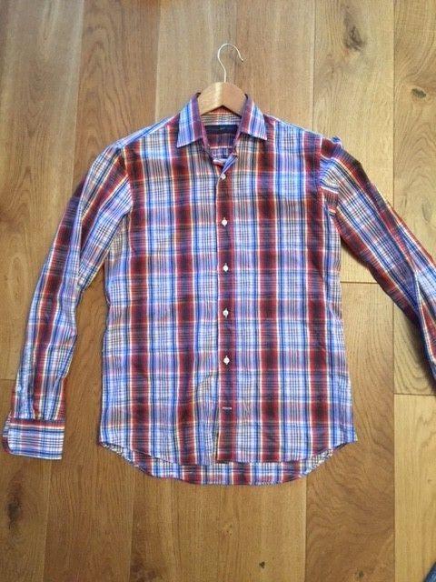 Etro made in Italy skjorte! - Stavanger  - Fantastisk flott skjorte fra Etro, made in Italy.  Skjorten er i størrelse 37, men passer mer som en 38 (se mål under).   Den har et rutete mønster med et tilleggsmønster som er vevd inn i stoffet (se detaljbilde. Skjorta kostet over - Stavanger