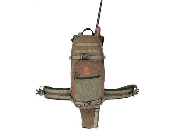 Vorn LYNX - Kvaløysletta  - Lite brukt (3 turer etter rypa) rifle/haglesekk selges til fordel for en større utgave. Sekken tar alle hagler, og rifler med tofot og stor kikkert går og helt fint i den. - Kvaløysletta