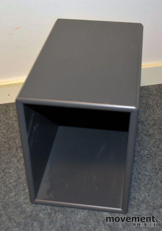 370bfb5a Vegghengt minihylle fra Montana, mørk grå farge, 18,4cm bredde, 24cm høyde,  30cm dybde, pent brukt | FINN.no