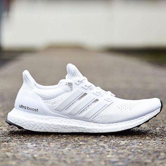 NY Adidas Ultra Boost Triple Whites 4.0 size 41 13 | FINN.no