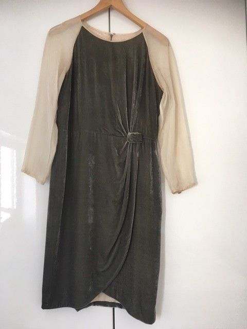 62b6b0eb273b Kjole i silke og fløyel. Hoss Intropia