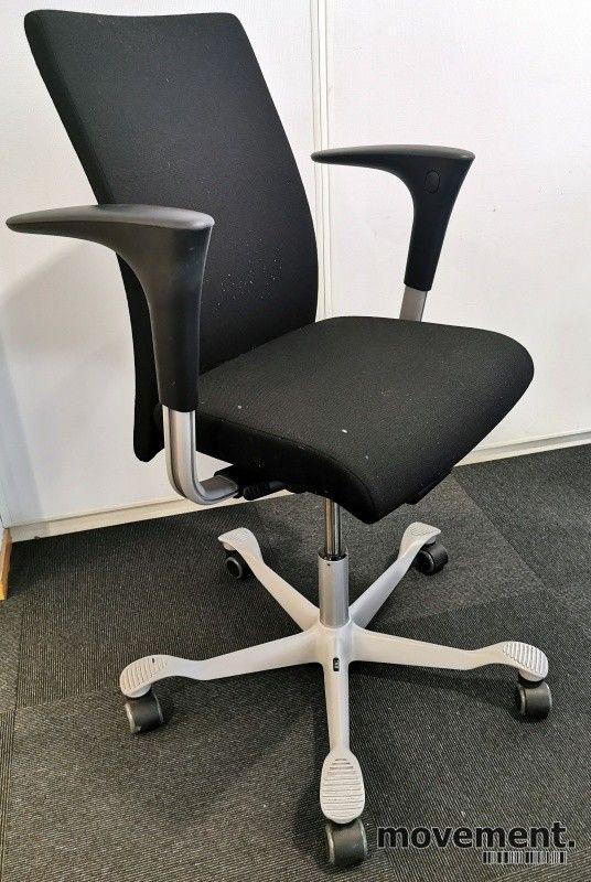 Kontorstol: Håg H04 4600 i grått stoff, armlene i sort
