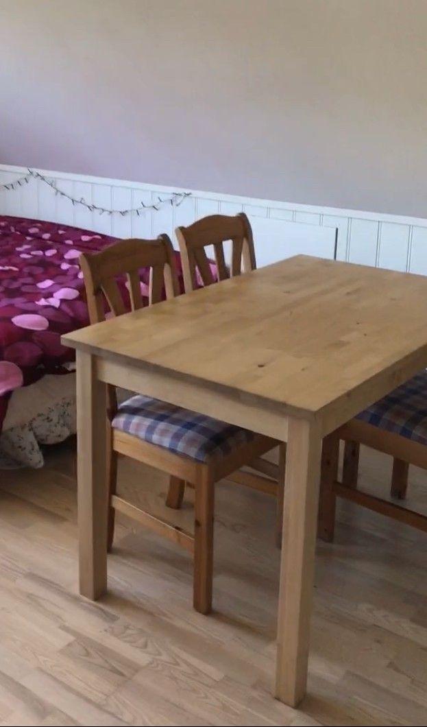 Stort spisebord fra IKEA og 6 kurvstoler | FINN.no