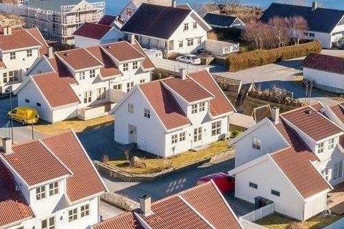 Stort og fint feriehus med hage i et lite boligfelt like nord for Stavanger.