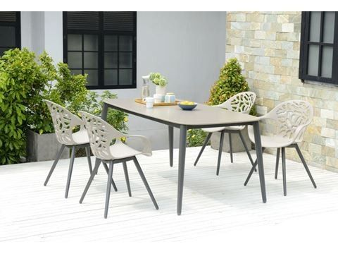 Stilrent og moderne spisebord fra Bolia | FINN.no