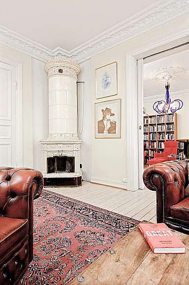 Stue 1 med vakker svenskeovn