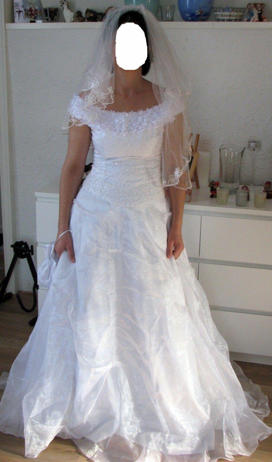 e757cbed Kjempe lekert brudekjole til salg med krone NY PRIS! | FINN.no