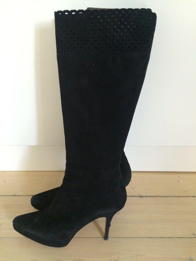 YSL Saint Laurent boots støvletter - Oslo  - YSL boots størrelse 39 i semsket skinn. Skinnet og skoene fremstår som nye bortsett fra noe slitasje under sålene. Dustbag og eske følger med. Ny pris 7600  #design #ysl #boots #skinn #sko #vinter #saintlaurent #paris #støvletter - Oslo