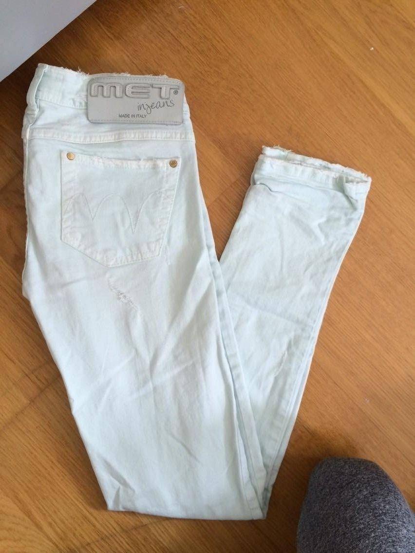 Jeans fra MET - Arendal  - Jeans fra Met i fargen pastel turkis. Buksen er i størrelse 27. Kan enten hentes i Arendal, eller så betaler kjøper frakten. Bare å sende e post dersom du lurer på noe:) - Arendal