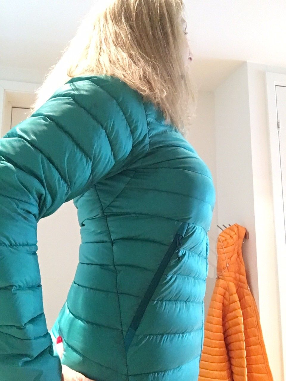 Arc'Teryx dunjakke selges BILLIG! - Ski  - Arc Teryx Cerium LT Hoodie i herlig smaragdgrønn farge i str. M (38) selges for 1500kr   Dette har vært min favorittjakke i 2år, og den har vært med på mange flotte toppturer uten at den bærer preg av det.   Selger også matchende Ar - Ski