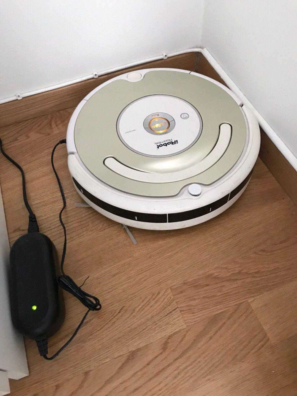 iRobot Roomba 531 robotstøvsuger - Oslo  - iRobot Roomba 531 robotstøvsuger til salgs. Roboten er noen år gammel, men er i utmerket stand, og gjør det veldig rent. Kan brukes på alle flater, også tepper. - Oslo