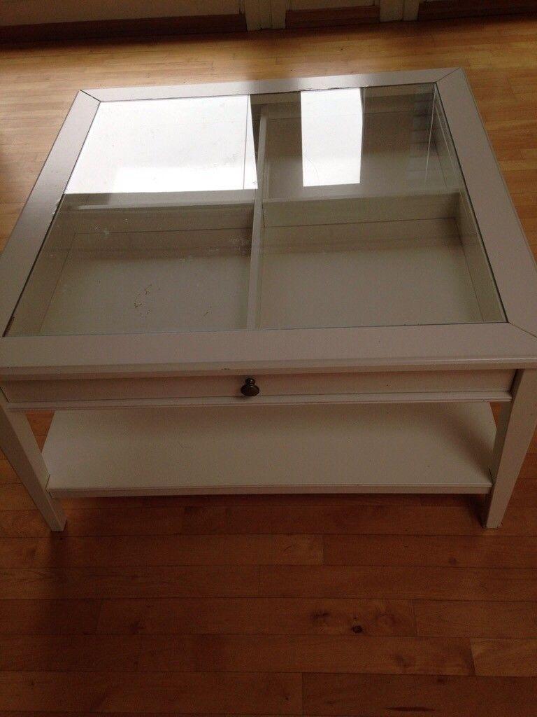 Bord - Tertnes  - Firkantet, hvitt bord fra IKEA med skuffer og glassplate - Tertnes