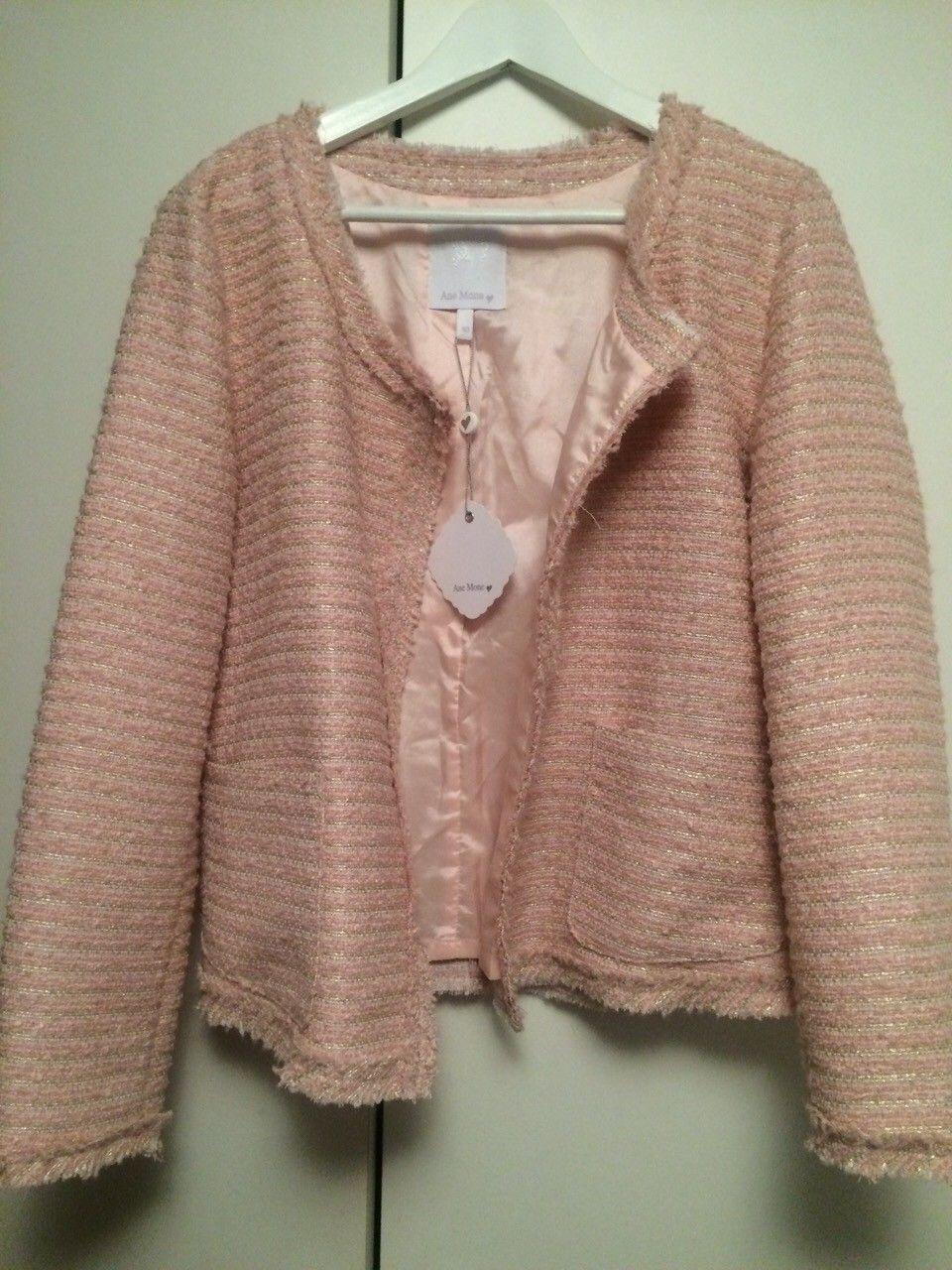 Ane Mone blazer / jakke - Skotselv  - Ubrukt blazer fra Ane Mone  Helt ny med prislapp 999kr  Lys rosa - Skotselv