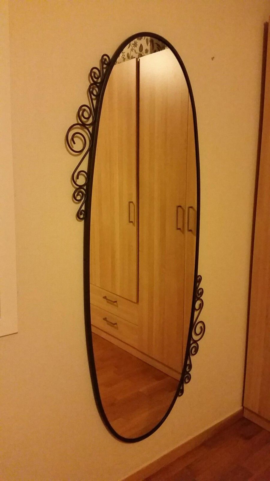Oval speil 150 cm x 70 cm - Trondheim  - Oval speil i god stand selges på grunn av flytting.  Høyde 150 cm - Trondheim