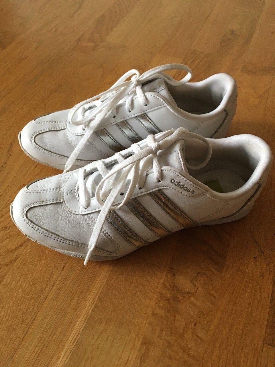 Adidas sko, str 38 23 (små i størrelsen!), pent brukt | FINN.no