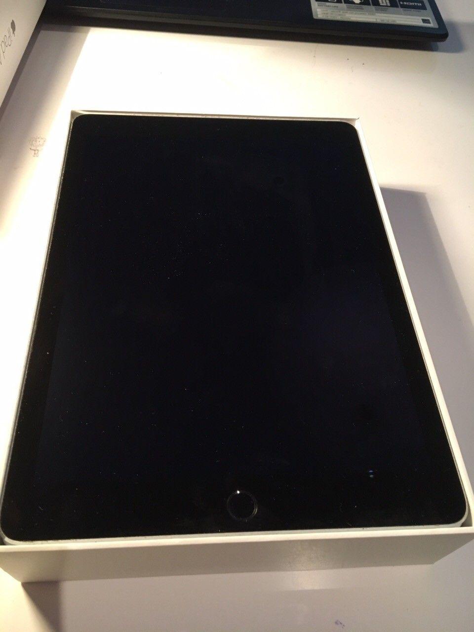iPad Air 2 16GB - Oslo  - iPad Air 2 16GB selges pga lite bruk.  Meget pent brukt iPad air 2 selges. Kjøpt for 1,5 år siden. Du må lete lenge etter bruksmerker/riper.  Kan medfølge original Apple-etui originalt verdt 800kr om ønskelig. Lader medfølger ikke. & - Oslo