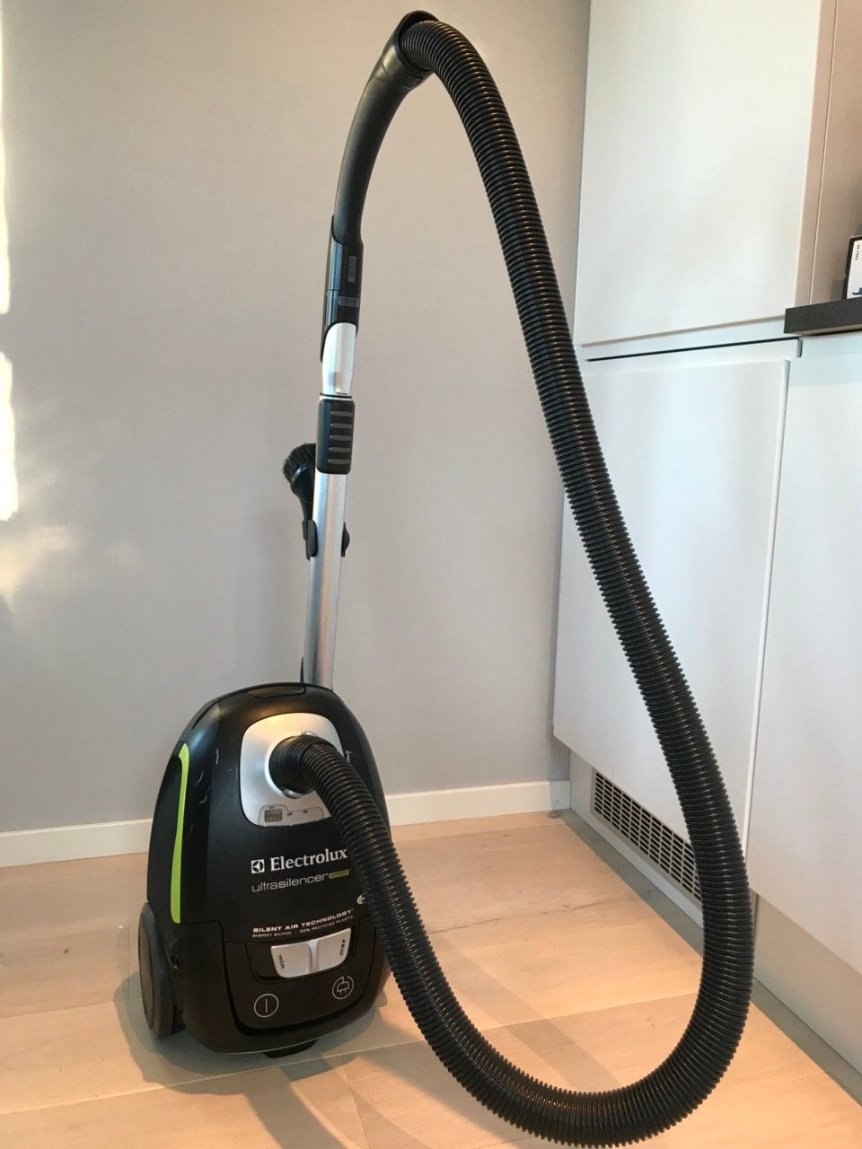 Electrolux Ultrasilencer Green - Oppegård  - Pent brukt Electrolux støvsuger selges da vi har flyttet i hus med sentralstøvsuger. Følger med noen poser.   - Oppegård