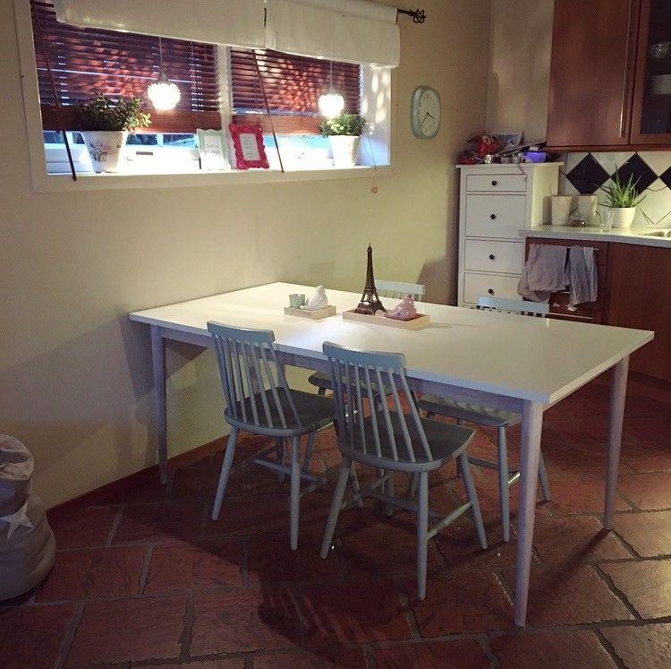 Spisebord - Tønsberg  - Spisebord fra Jysk. Kan hentes etter 21. desember!  Selges pga flytting. Mål: 90 * 180 cm Høyde: 75,5 cm - Tønsberg