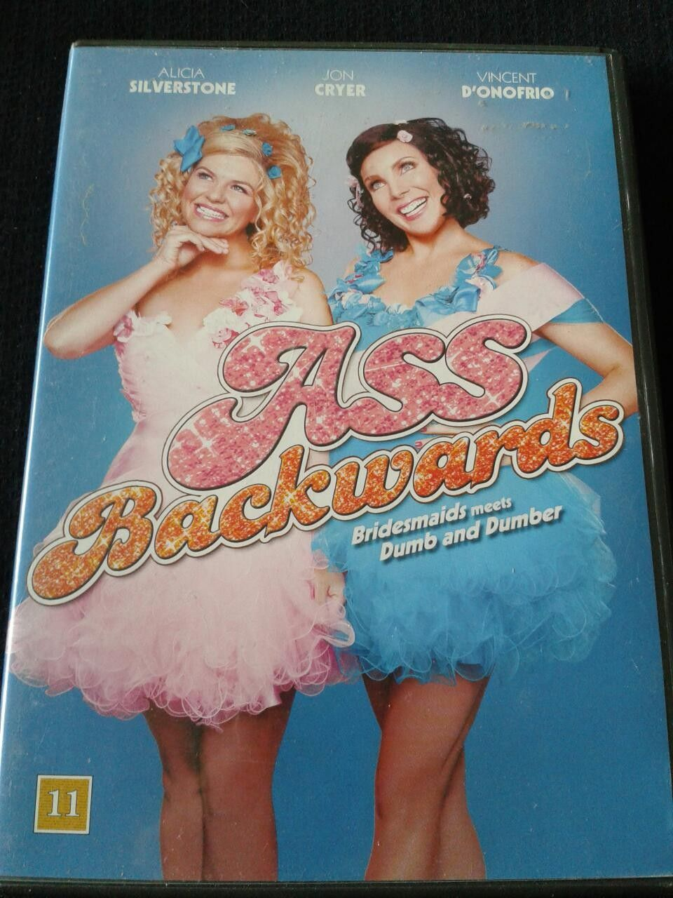 ASS BACKWARDS - Oslo  - Komedie med blant annet: Alicia Silverstone, Jon Cryer og Vincent D`onofrio. - Oslo